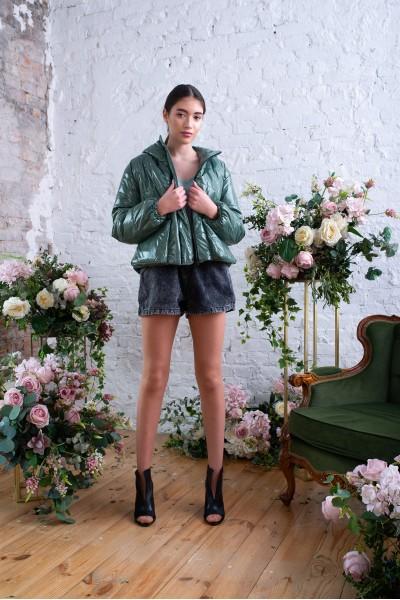 Куртка демисезонная короткая зеленого цвета 40717