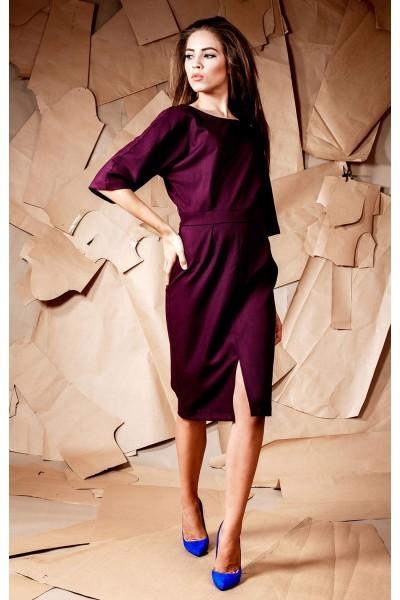 Платье винное футляр разрез спереди 40128