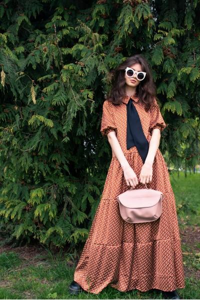 Платье макси коричневое с воротничком 40727