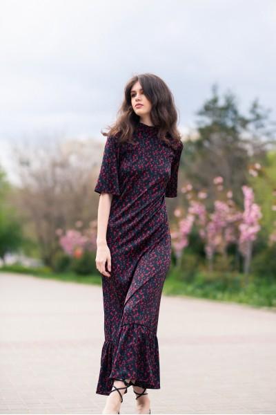 Платье с воланом чёрное с розами 40729