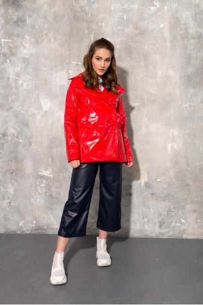 Куртка красная глянцевая 40675