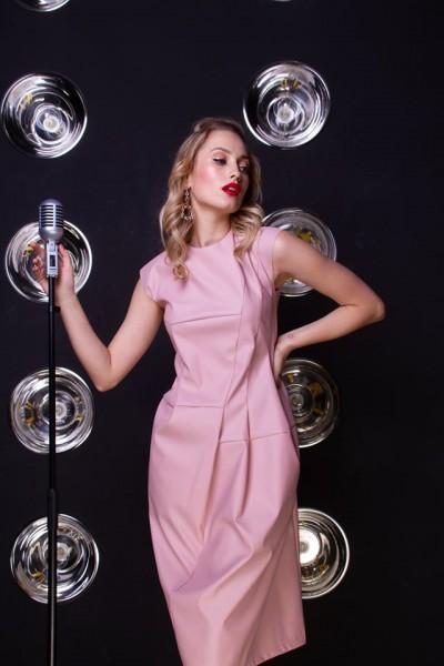 Платье розовое из экокожи 40640