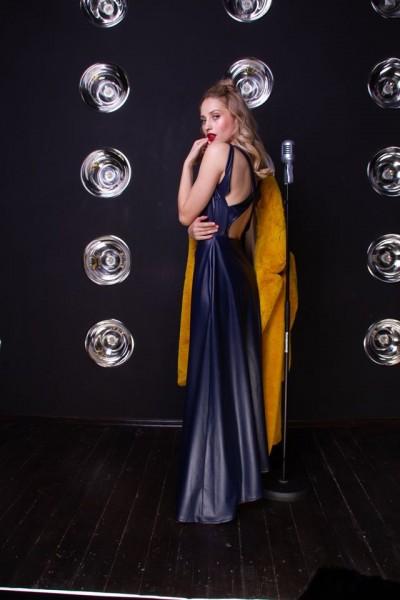 Платье экокожа синее макси фигурная спинка 40641