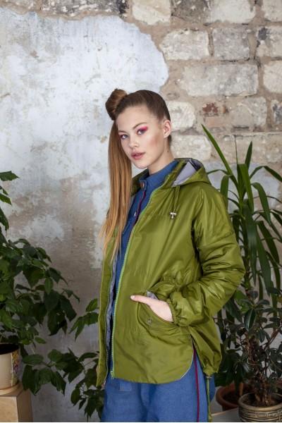 Куртка демисезонная короткая зеленого цвета 40526
