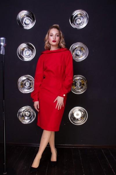 Платье красное с золотыми пуговицами 40642